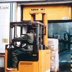 Скоростные ворота Dynaco M2 Freezer внутреннего применения до -30 градусов