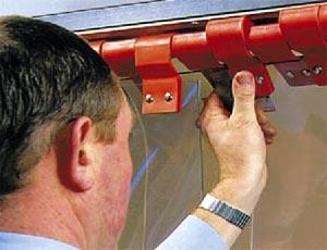 Пластиковые пружинные зажимы для пластиковых завес ПВХ Hormann.
